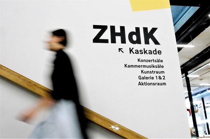 Laura_ZHdK_theaterist.de - Kopie